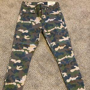 Women's Gap camo pants